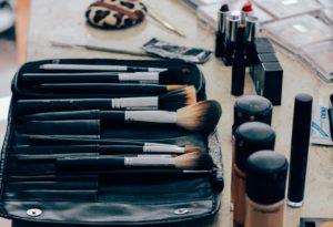 まつ毛美容液プレミアムアイラッシュエッセンス、レビューと最安値は?