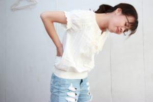 様々な要因が絡む腰痛を緩和させる簡単ストレッチ3つの方法とは
